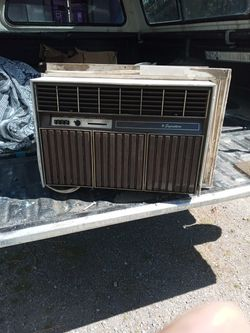 Signature 8000 But 1200 Watts Air Conditioner for Sale in Spokane, WA