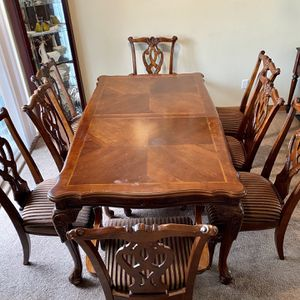 Dinning room table with 8 chairs for Sale in Lynnwood, WA