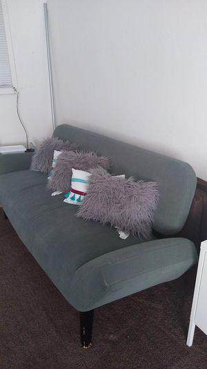 Nice green sofa .un sofa Verde bonito y vuenas condiciones for Sale in San Pablo, CA