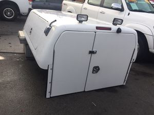 05-15 Toyota Tacoma Longbed Camper shell w/Backup Camera for Sale in Los Angeles, CA