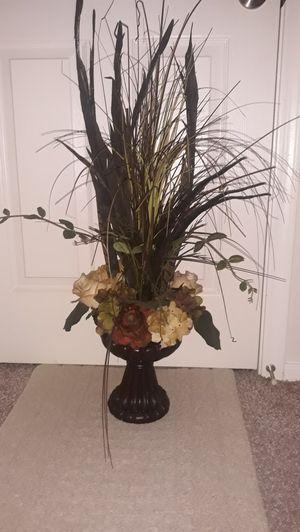 Elegant floral arrangement!! In like new condition! LARGE!! for Sale in Chandler, AZ