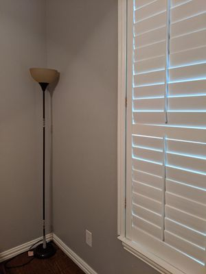 Brown floor lamp in excellent condition for Sale in Frisco, TX