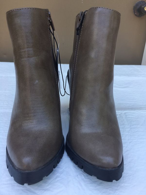Women's Shoes Size 6 - New - $10