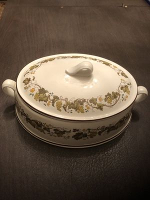 Wedgwood Vine Casserole with Lid for Sale in Centreville, VA