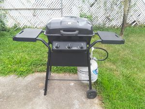 Nice gas grill for Sale in Columbus, OH