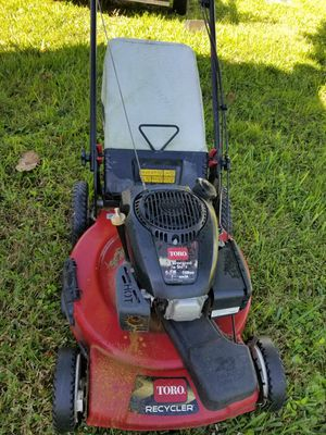 Toro gas self propelled lawn mower. for Sale in Kissimmee, FL