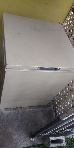 Excellent condition freezer for Sale in Hialeah, FL