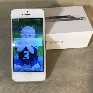 Apple iPhone 5 16gb White & Silver A1429 for Sale in Seattle, WA