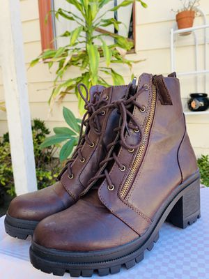 Brown boots, size 9 for Sale in Carson, CA