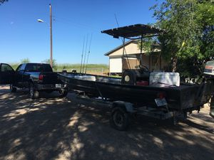 20' aluminum boat with 80 Johnson motor for Sale in Lockhart, TX