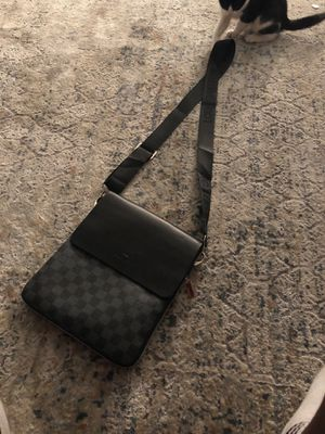 Louis Vuitton cross bag for Sale in Philadelphia, PA