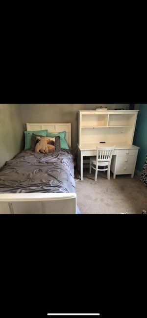 Twin size bed frame and desk for Sale in Issaquah, WA