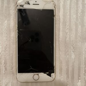 iPhone 6s. Works Perfectly Fine. Just Needs a Replaced Screen for Sale in Richmond, VA