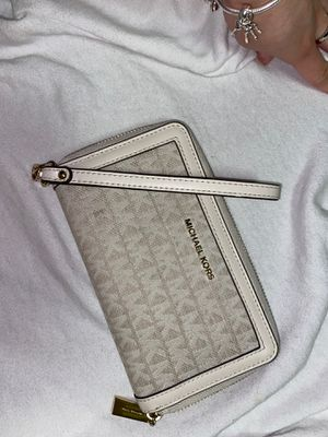 Micheal Kors wallet for Sale in Baltimore, MD