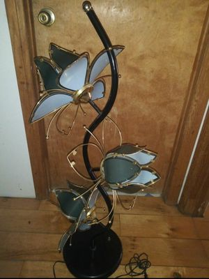 beautiful vintage flower lamp 3 feet 4 inchew for Sale in Hawthorne, CA