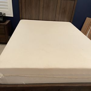 Complete Bedroom Set With Full Tempurpedic Mattress for Sale in San Diego, CA