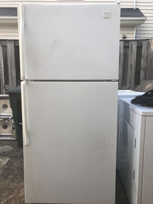 Free fridge for Sale in Springfield, VA