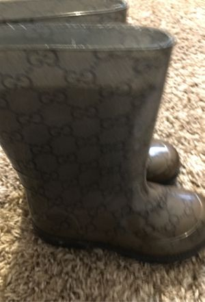 Gucci rain boots for boys size 9 for Sale in Belleville, IL