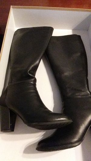 Michael kors boots. Size 8 for Sale in Richmond, VA