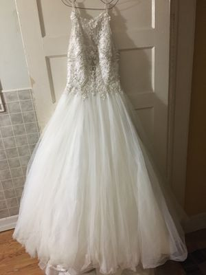 Size 8 Maggie sorrento wedding dress. Gold/ivory. Sweetheart neckline. Long train. Used in mint condition. for Sale in Webb, AL