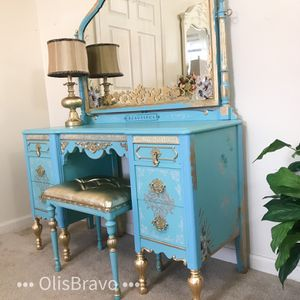 Beautiful Vanity Desk And Bed for Sale in Purcellville, VA