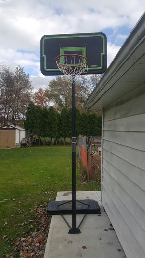 Basketball hoop. for Sale in Parma, OH