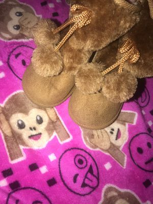 kids girls brown snow boots size 7 for Sale in Washington, DC