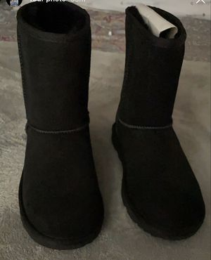 Uggs women size 6 for Sale in The Bronx, NY