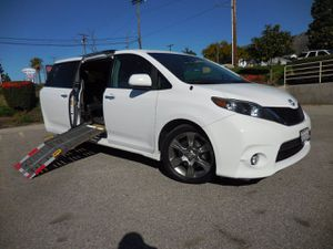 2013 Toyota Sienna for Sale in Tujunga, CA