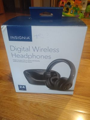 Insignia digital wireless headphones 2.4ghz digital modelo ns-whp314 Like New for Sale in East Hartford, CT