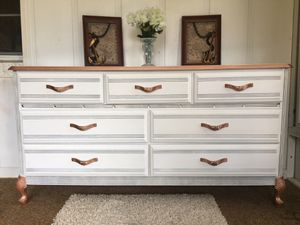 Beautiful long Dresser 7 Drawers - Delivery Available for Sale in Mount Dora, FL