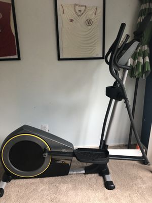 GOLDS GYM ELLIPTICAL MACHINE for Sale in Rockville, MD