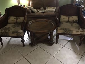 NOT FREE!! Chairs/ Coffee Table $35 Today for Sale in Miami, FL