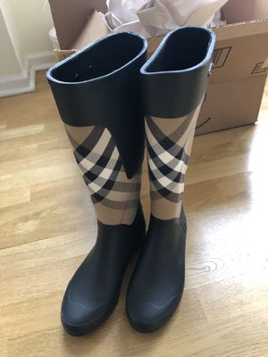Burberry Clemence Novacheck size 38 rain boots with box for Sale in Jersey City, NJ