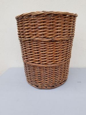 20 inch tall willow basket for Sale in Las Vegas, NV