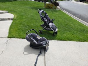 Evenflo car seat stroller combo for Sale in Spokane, WA