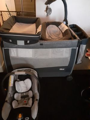 Chicco portable crib and match car seat for Sale in Litchfield Park, AZ