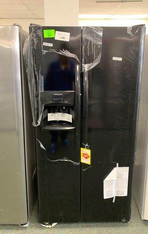 Brand new Frigidaire LFSS2612TE refrigerator Q for Sale in Houston, TX