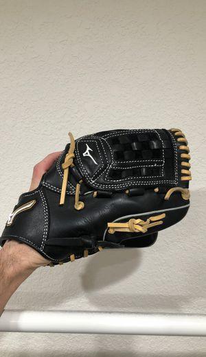Mizuno MVP Select Glove - Barely Used for Sale in Irvine, CA