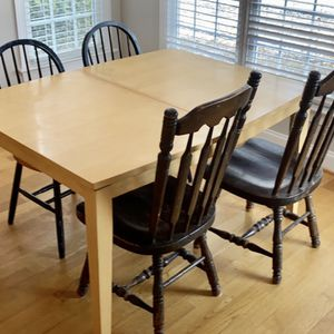 Kitchen Table. Comes With Extender. for Sale in Fuquay-Varina, NC