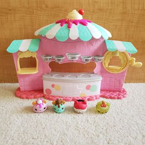 Four Num Noms and Random Store Front for Sale in St. Petersburg, FL
