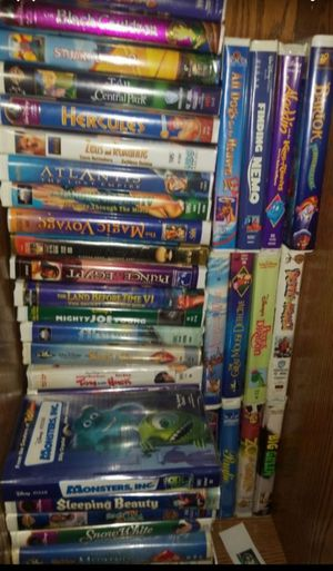OVER 100 VINTAGE DISNEY VHS MOVIE TAPES for Sale in Maple Valley, WA
