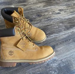 Timberland, 6 Inch Premium Waterproof Boot 'Wheat' in size 6.0 for Sale in Austell,  GA