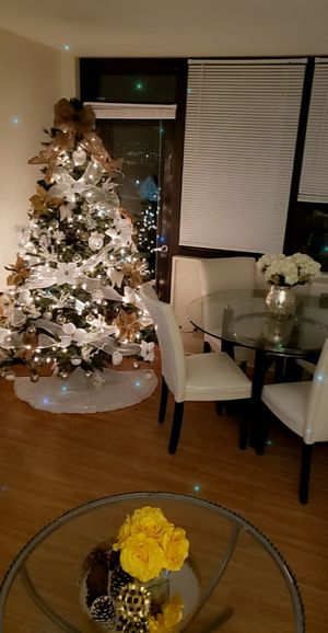 Christmas tree 8ft for Sale in Cleveland, OH