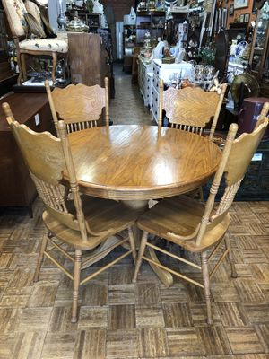 "Vintage oak dining table and chairs 42x30"" with 18"" Leaf for Sale in La Mesa, CA"
