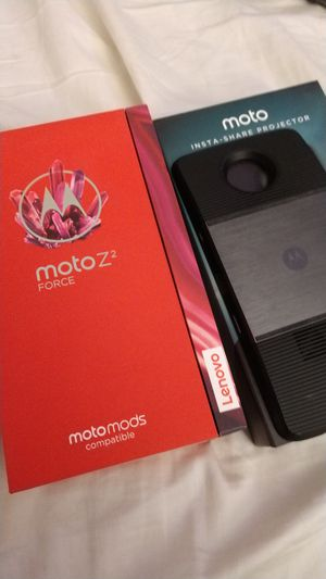 Moto z2 force UNLOCKED with projector accessory for Sale in Glendale, CA