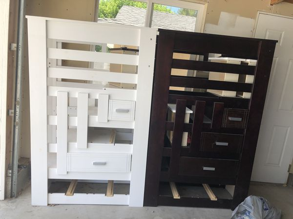 Bunkbed used in a good condition brown sold already but we still have white one . If someone pick it up this week I'll give $50 Discount☝️🤩