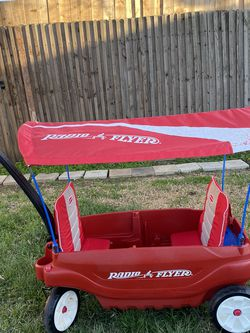 RADIO FLYER WAGON WITH CANOPY for Sale in Fort Worth,  TX