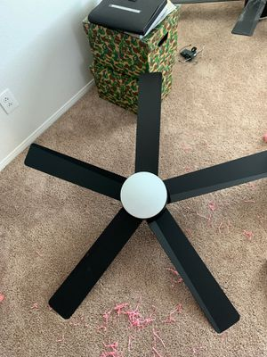 Ceiling Fan And Light comes with remote control for Sale in Moreno Valley, CA