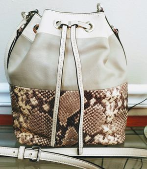 Authentic Michael Kors Bucket Bag for Sale in Imperial, MO